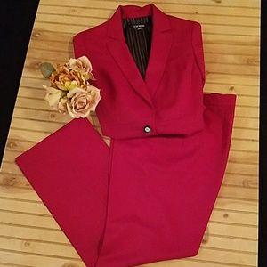 Le Suit woman's